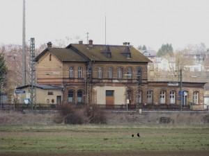 Der Bahnhof Niederwalgern von der Ostseite mit den Bahnsteigen der Main-Weser-Bahn