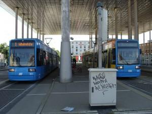 Zum Hessentag denkt man in Kassel nur innerhalb der Stadt an Verstärkungen, hier Straßenbahnen am Bahnhof Kassel-Wilhelmshöhe.