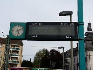 Hinweis auf Ersatzverkehr mit Bussen zwischen Römerstadt und Ginnheim.