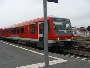 2013 und 2014 nur Sonderfahrten im Sommerhalbjahr - Zug aus Marburg in Frankenberg zur Weiterfahrt nach Vöhl-Herzhausen.