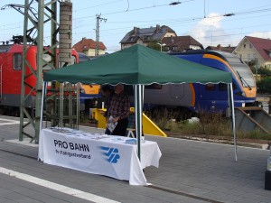 Der Stand am Morgen des 27.09.2014 in Bebra. Noch wartet man auf Gäste beim Bahnhofsfest.