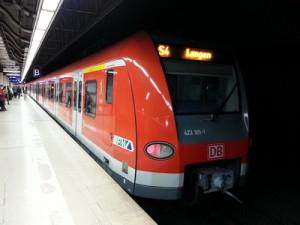 Ein Zug der Linie S4 im Frankfurter S-Bahn-Tunnel an der Haltestelle Hauptwache auf dem Weg von Kronberg nach Langen. Am Wochenende des 03./04.01.2015 fuhr sie nicht.