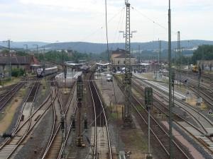 Das Gleisfeld mit den neuen Bahnsteiganlagen im Bahnhof Bebra aus nördlicher Blickrichtung.