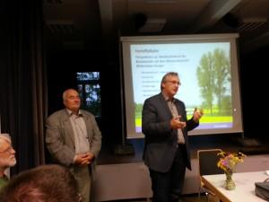 Am 03.09.2015 im Kulturzentrum Hungen im Rahmen der Veranstaltung: Links der AG-Vorsitzende Stephan Kannwischer, rechts der Bürgermeister der Stadt Hungen, Rainer Wengorsch.