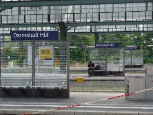 Bild Bahnhofsschild Darmstadt