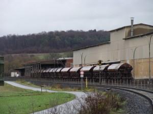 Güter-Waggons auf dem Betriebsgleis neben der Lumdatalbahn in Staufenberg/Mainzlar Ende November 2015. Ein Bild, welches leider alsbald Vergangenheit ist.