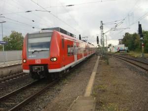 EIn ET 425 im Bahnhof Bensheim.