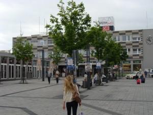 Der Regionalbahnhof in der Stadtmitte von Limburg. Gibt es künftig an der Stelle kein Reisezentrum mehr? Hier kommen vier Regionalbahnstrecken zusammen und der Stadtbusverkehr hat hier seinen ZOB (Zentralen Omnibusbahnhof)