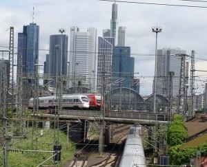 Auch der Knoten Frankfurt am Main soll nach dem Entwurf des Bundesverkehrswegeplans ausgebaut werden. Nur wie genau, darüber ist bislang nichts nachzulesen.