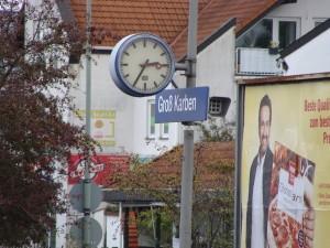 Die Verkehrsstation Groß-Karben an der Main-Weser-Bahn, 15 km nördlich von Frankfurt am Main gelegen.