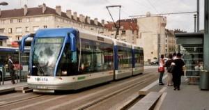 Über 25 Städte in Frankreich haben seit 1985 eine Straßenbahn (wieder) eingeführt, 2002 auch Caen an der Atlantikküste (rund 100.000 Einwohner). In den nächsten drei Jahren soll die Bahn dort weiter verbessert und das Netz erweitert werden.