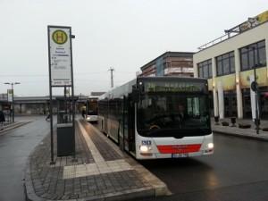 Die Linie 24 startet am Gießener Bahnhof in Fahrtrichtung Wetzlar über Heuchelheim und Lahnau.