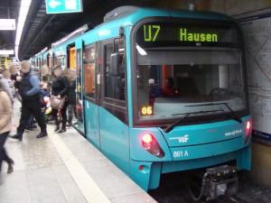 Die U 7 verbindet Hausen im Westen mit Enkheim im Osten auf der sog. C-Achse. Auch die Linie soll in Zukunft nachts durch Frankfurt am Main fahren.