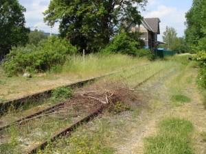 Die Dietzhölztalbahn im Dillenburger Stadtteil Frohnhausen. Hier liegen noch Schienen, während auch an anderer Stelle eine neue B 253 gebaut werden kann.