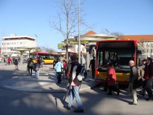 Der Freiheitsplatz in Hanau, der Stadtbusknotenpunkt der Sonderstatusstadt.