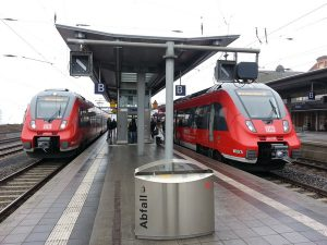 Talent 2-Züge des Mittelhessen-Express in Gießen, links der RB 49 und rechts der RB 40, an welchem der RB 41 angekoppelt wird.