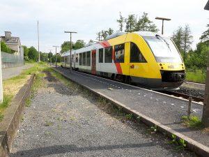 Auch am Bahnhof Nieder-Ohmen (Gemeinde Mücke/Vogelsbergkreis) sollen die Bahnsteige in der Oberfläche saniert werden, eine Anhebung auf 55 cm, um stufenlos in den Zug zu gelangen, soll es nicht geben.